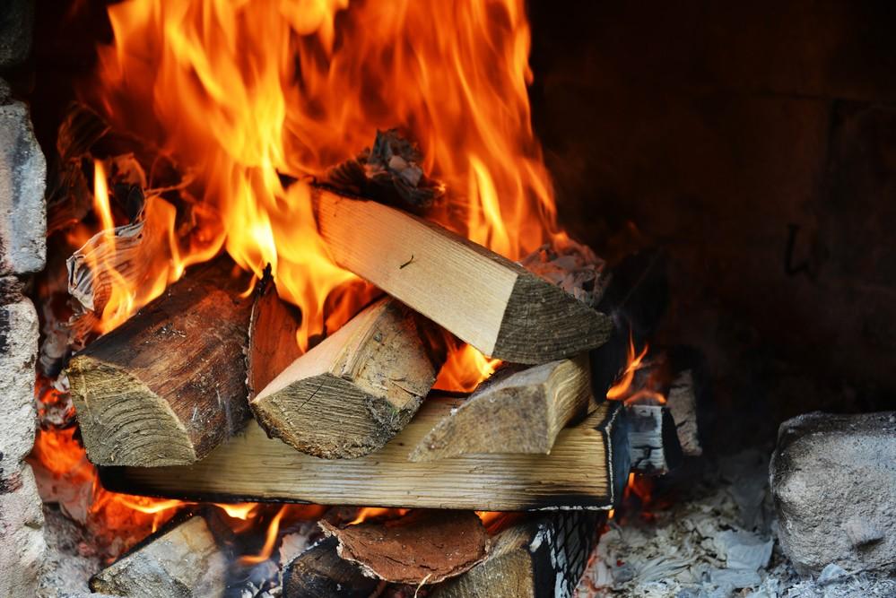 What Is Seasoned Firewood?